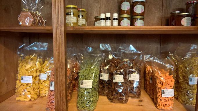 Teigwaren von Béatrice, Konfitüren, Honig, Seifen und anderes mehr