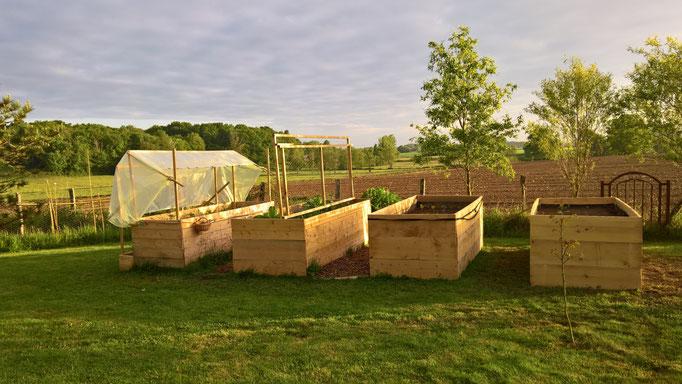 Der Gemüsegarten steht! Yep! In vier Hochbeeten!