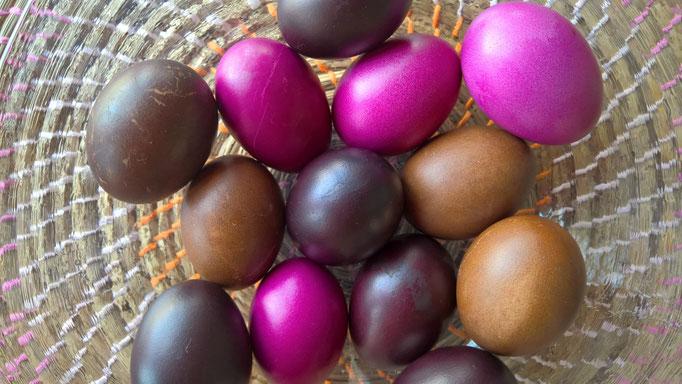 Wunderschöne Naturfarben für die Ostereier