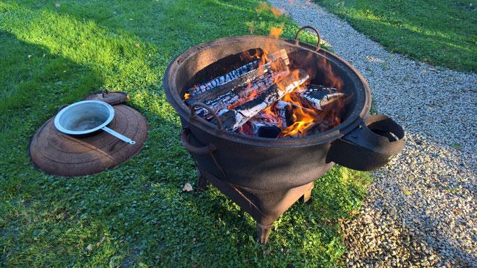 Fondue auf dem offenen Feuer ...