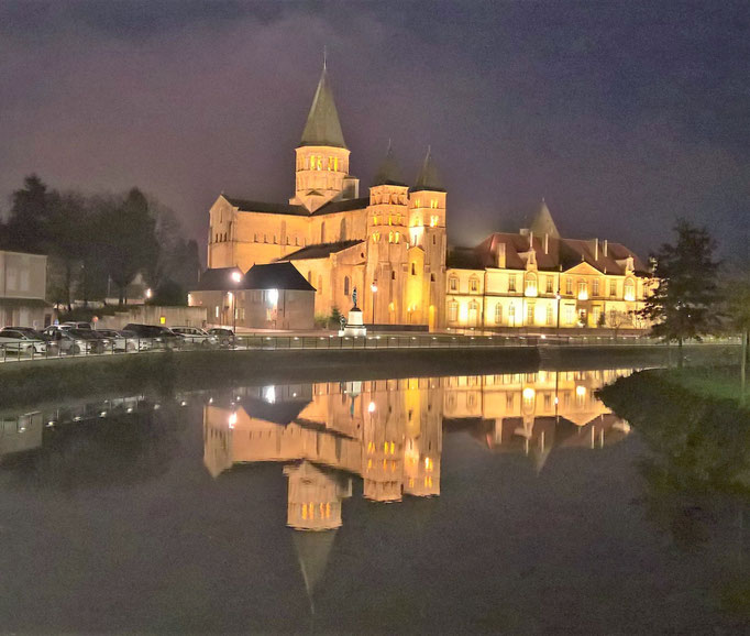 Paray-le-Monial by night