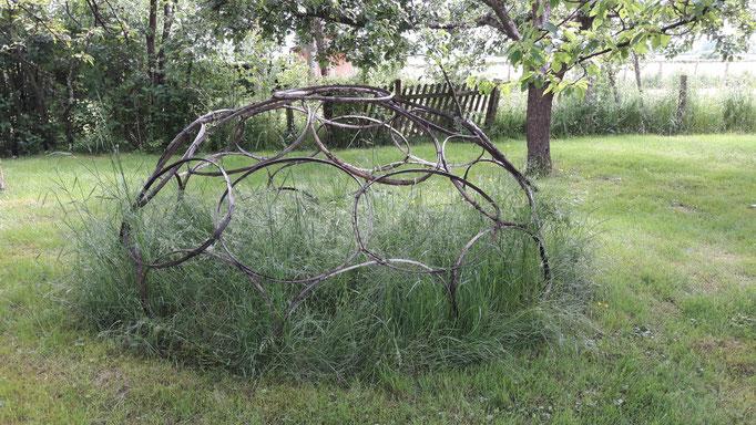 Kunsthandwerk im Garten von Odyle