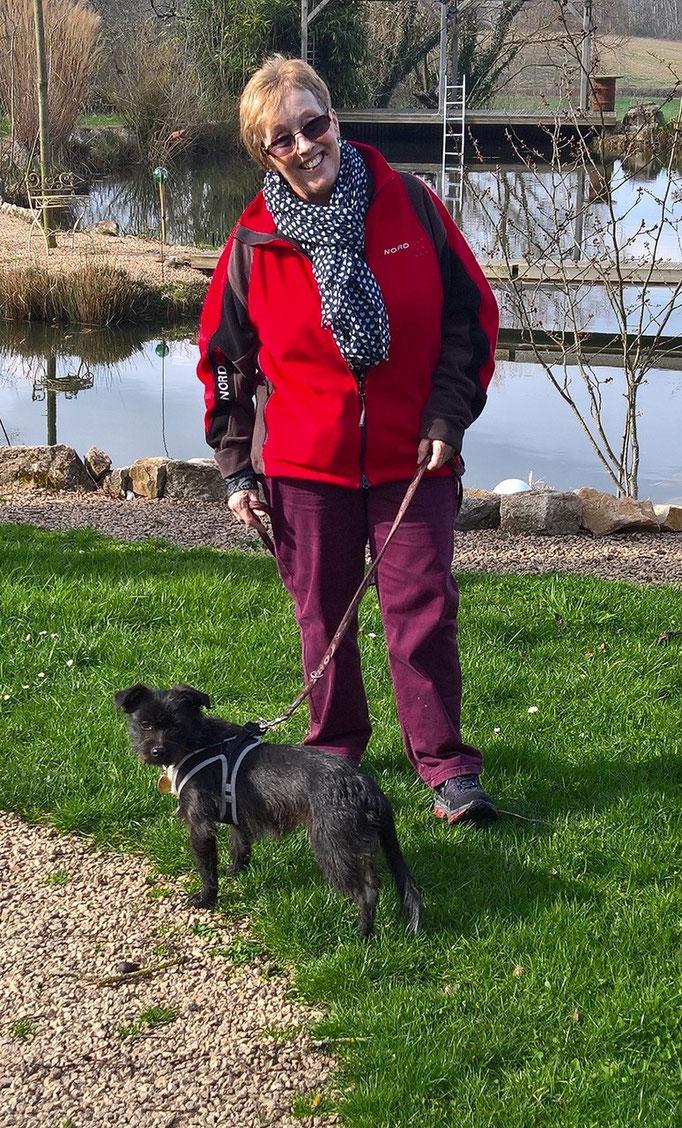Silvia mit Negi, ihrem neuen Hund