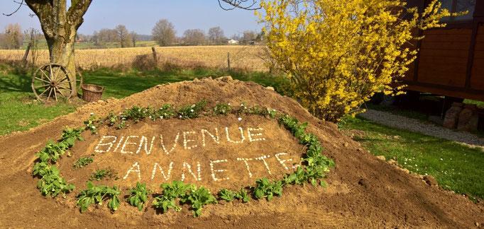 Ein Willkommen für Annette, die nun in Maison Libellule wohnen und leben wird