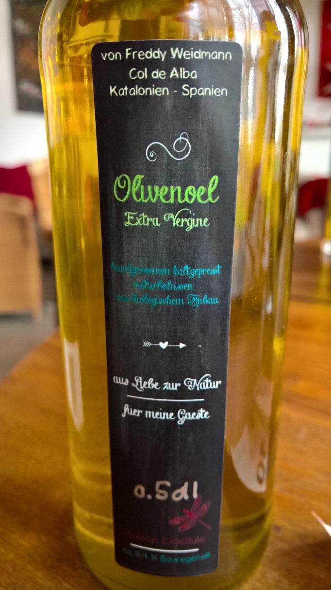 Wir füllen leckeres Bio-Olivenöl, Extra-Vergine, aus Katalonien von meinem Schwager, ab