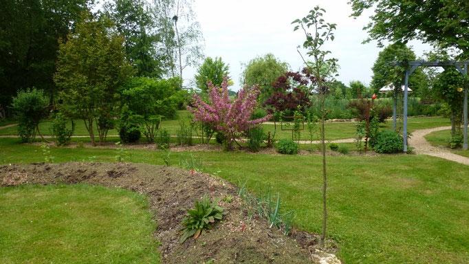 Hügelbeet ... Anfangs Mai ist noch nicht viel gepflanzt