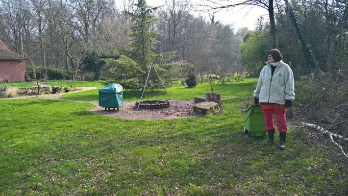 Die ersten Aufräumarbeiten Anfangs März mit Helferin Mathilde