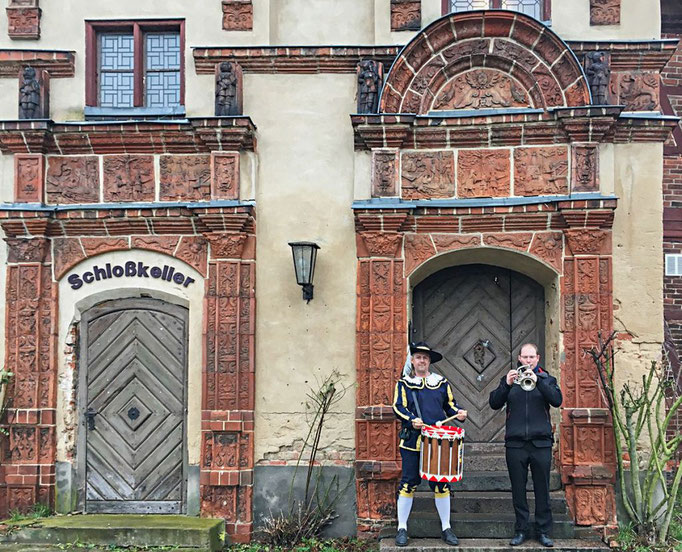 Die Eingangstüren zum Keller und zum Schloss, Foto: Kultursegel gGmbH / Wendorf