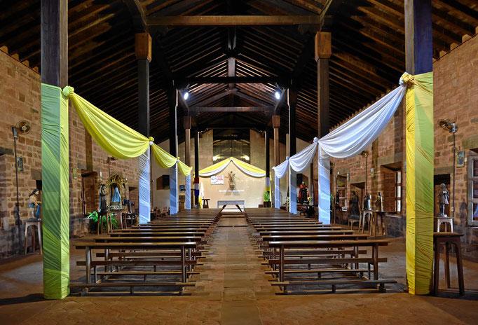 Die Kirche der Reduktion San Cosme de Damian. In dieser Reduktion wurde vieles wieder aufgebaut, so dass man auch viele Gebäude sehen kann.