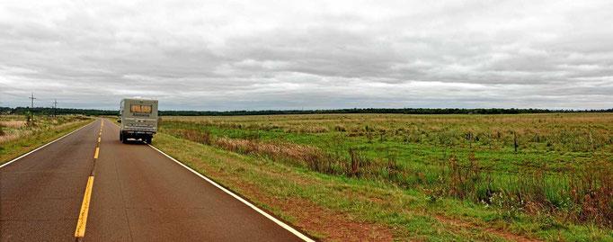 Solche Landschaft begleitet uns die nächsten Tausend (und mehr) Kilometer.