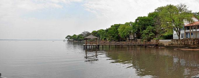 Der Lago Ypacarai ganz nah von Hasta La Pasta - wunderschön, aber total verschmutzt, baden ist eher nicht.