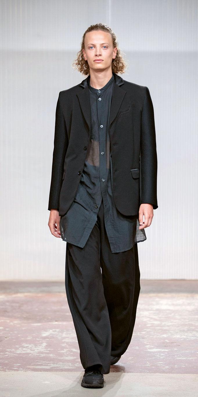 Genderfluide Looks: Newcomer Luca Xavier Tanner, der seinen Brand erst dieses Jahr gründete, ist mit seiner Debüt-Kollektion für den «Swiss Design Award 2020» nominiert.