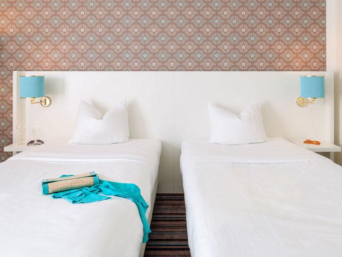 Wandleuchten in Hotelzimmer