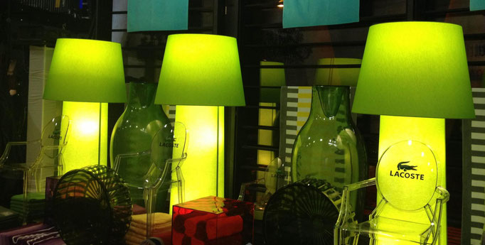 Lichtsäulen in Messebeleuchtung