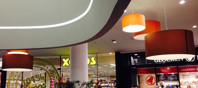 Hängeleuchten im Einkaufszentrum