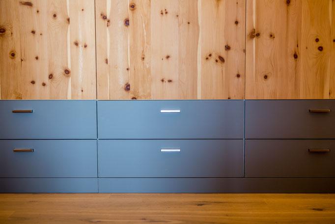Schreinerei Hopfmann Holz Schmankerl Bichl Schubladenfronten grau matt lackiert