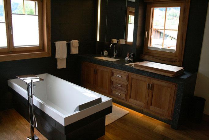 Badezimmer Unterschränke mit Altholz Fronten