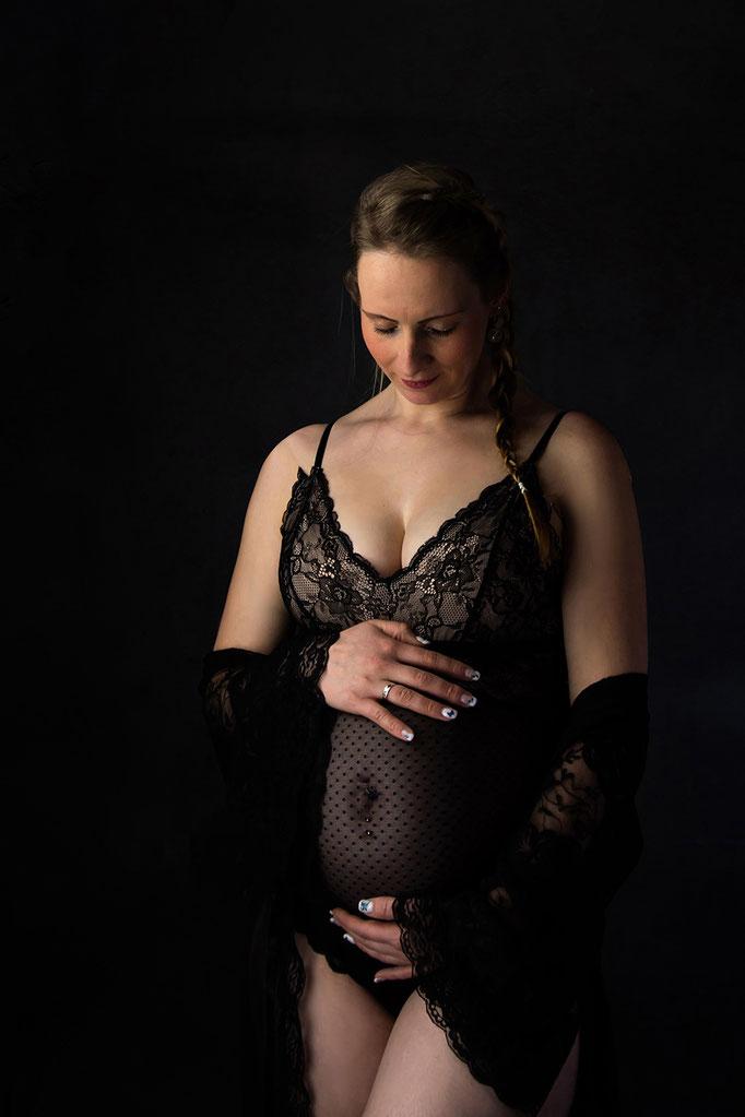 Babybauch - Shooting - Studioaufnahme Fashionorientiert