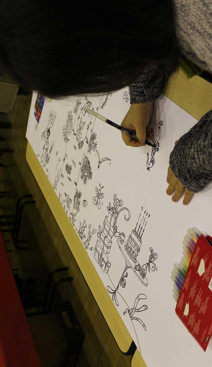 L'illustratrice Cloé Perrotin réalise des illustrations qui seront à colorier sur la fresque pour le téléthon 2016 de St Père dans la Nièvre