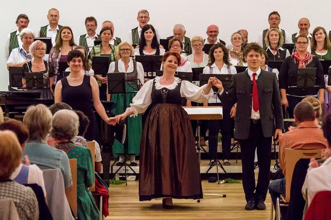 Klavierbegleitung Esther Schmeiser, Sopransolo Brigitta Wetzl, Chorleiter Gerald Krammer