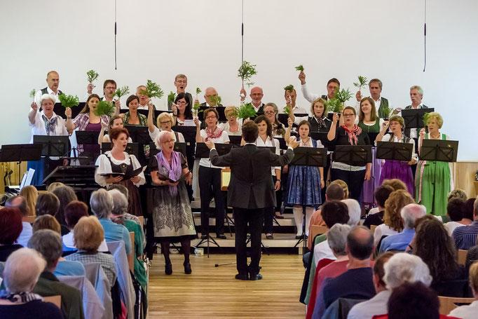 """Volkslied """"Tannenbaum"""" mit den Sopransolo von Brigitta Wetzl und Barbara Gaisrucker"""
