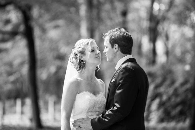 Op zoek naar een bruidsfotograaf voor een spontane bruidsreportage vol emotie? Bruidsfotografie, Bruidsfotograaf gespecialiseerd in moderne bruidsreportages