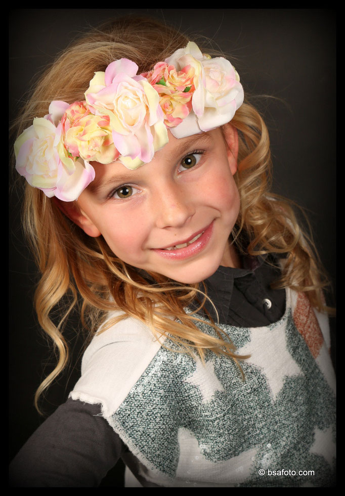 """#Kids #Glamour, Party, meiden, glamour feestje, Makeup, Kids, Glamour-party, #meiden #stralen #glamour #groepsfoto """"Bijzondere #momenten #verdienen #Tienermakeupfeest #Kids-Fotografie #Kinder #fotofeestje"""