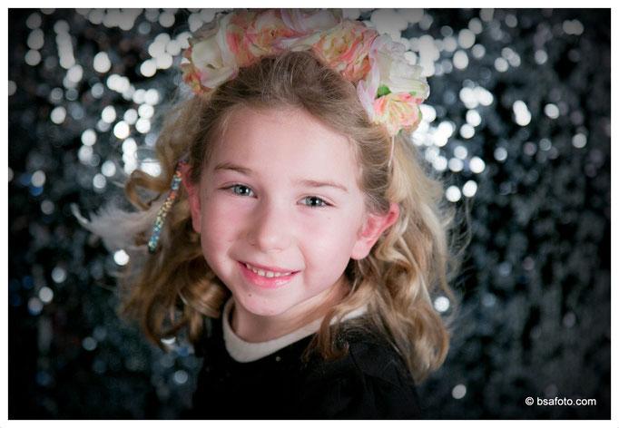 Ga samen met je vriendjes  /vriendinnetjes professioneel op de foto ! Galajurkjes make-up kinderfeestje Gala Glamour kinder fotoshoot