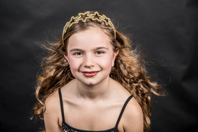 Speciaal voor meiden vanf 6 jaar heeft Make Up een geweldige Glamour Party. Je kunt in onze studio met minimaal 4 en maximaal 15 meiden voor jouw