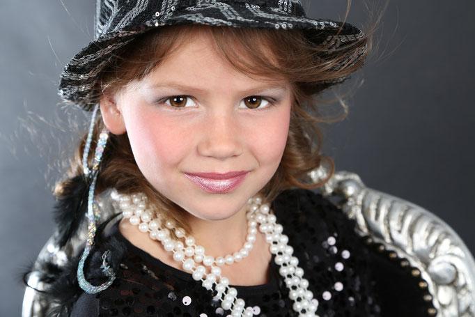 Fotoshoot kinderfeestje, TOPMODEL voor 1 dag! Speciaal voor meiden, met make-up, haar en styling, leuke, inspirerende, NEXT TOPMODEL feestje.