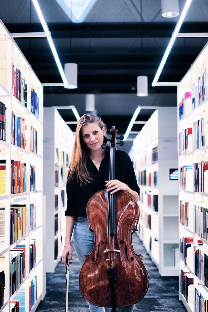 Anik Schwall   cellist