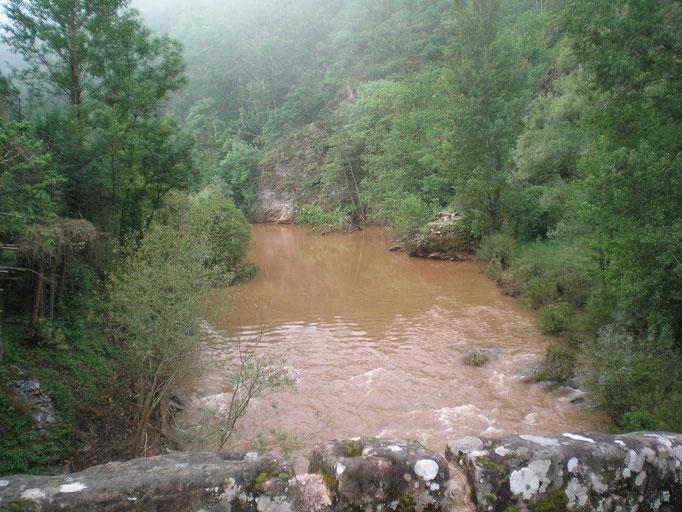Le Dourdou à Conques tout boueux après les orages d'hier