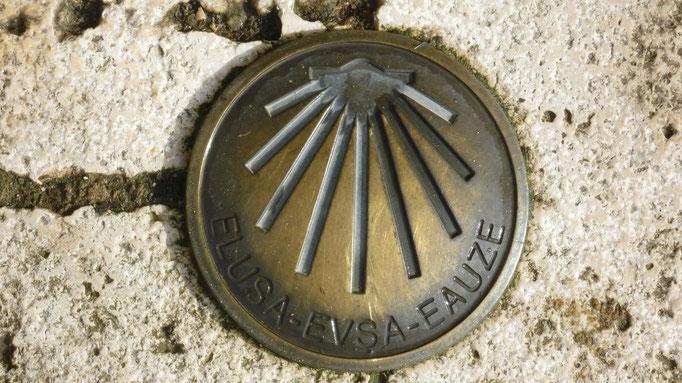 Plaque sur le sol devant l'église d'Eauze