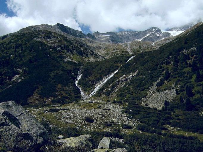 Gletscherbäche in der Südostflanke des Tuxer Kamms