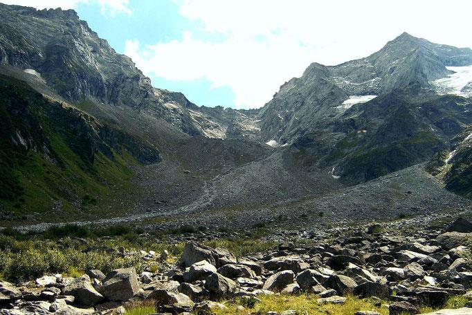 Große Geröllfelder im Talschluss. Kainzenkarscharte zwischen Mullner und Grundschartner