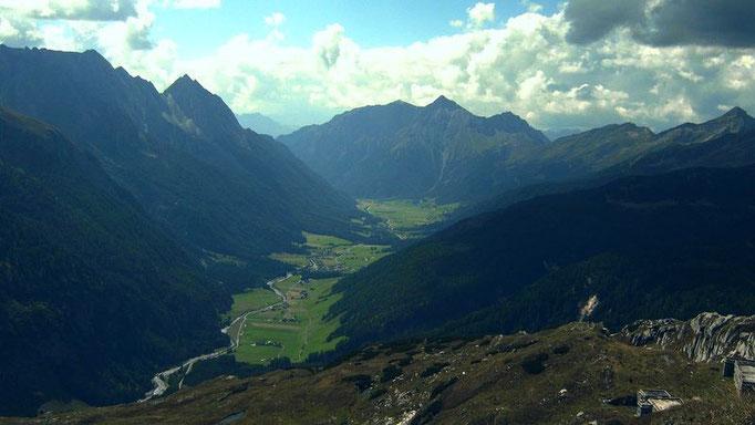 Blick vom Pfitscher Joch ins Pfitscher Tal in Südtirol