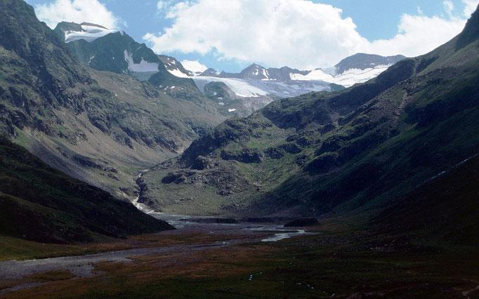 Blick am späteren Nachmittag zu den Gipfeln über dem Sulztalferner