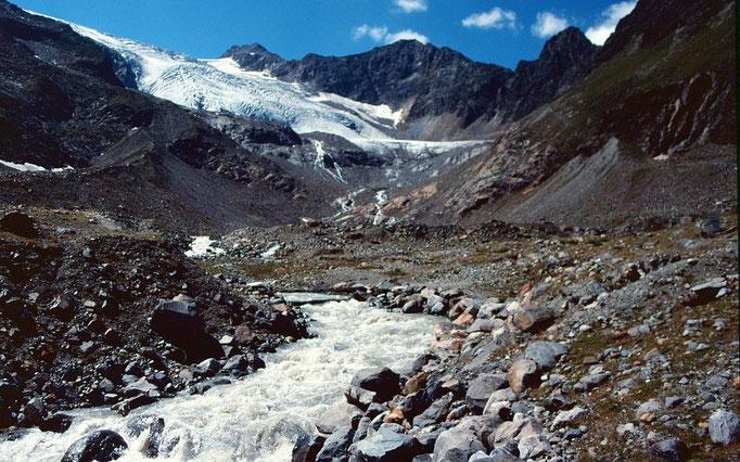 Abfluss des Sulzenauferners Im weitläufigen Gletschervorfeld