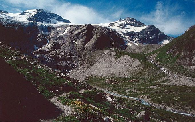 Wanderweg zur Wintergasse Richtung Kapruner Törl in der Einsattelung rechts oben