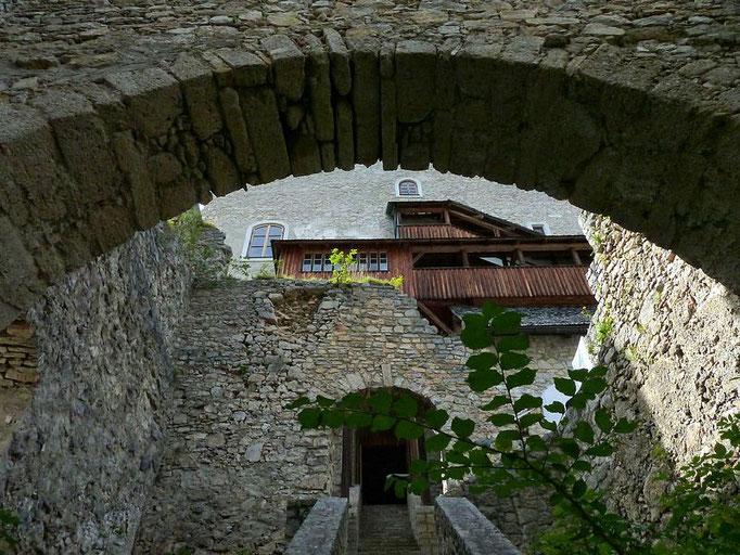 Blick vom unteren Bereich zum nördlichen Gebäudetrakt.