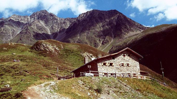Die Amberger Hütte gegen Norden