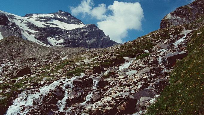 Wintergasse hinter der Einsattelung vom Anstiegsweg