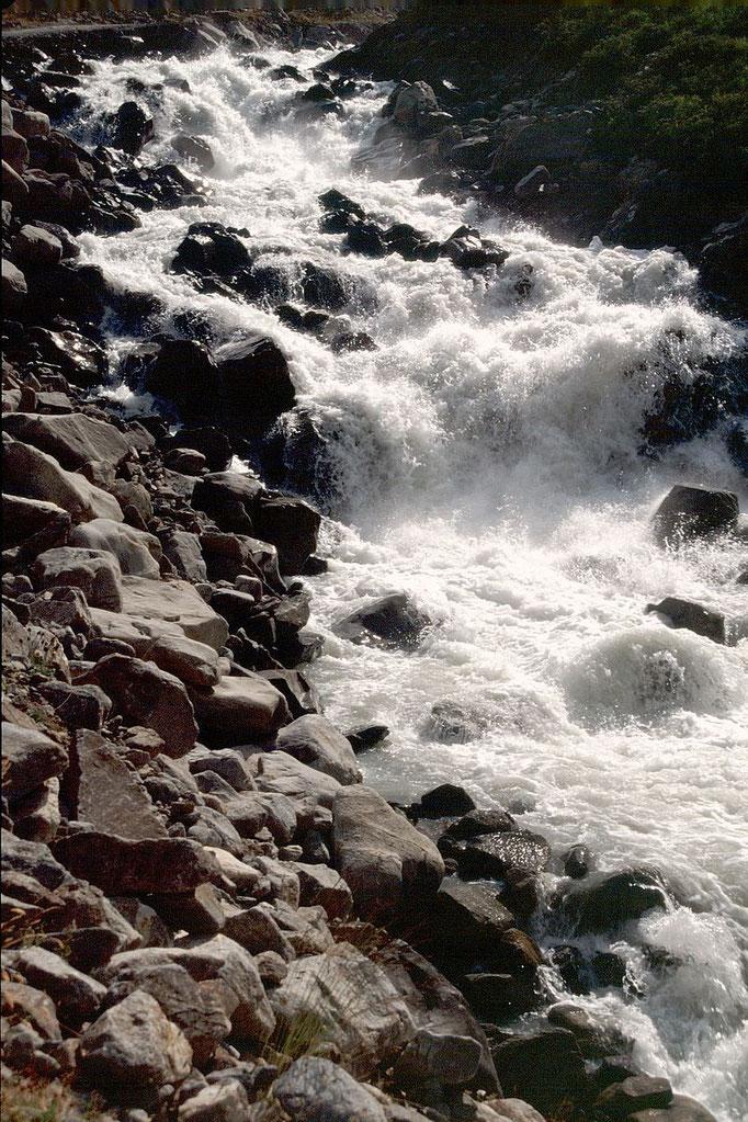 Tosendes Wildwasser im unteren Bereich des Sulztals