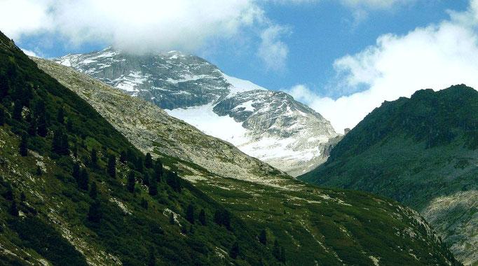 Der 3476 m hohe Olperer über dem Unterschrammachkees