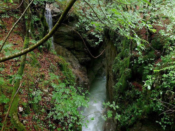 Der Wasserfall eines in die Mostnica mündenden kleinen Seitenbachs