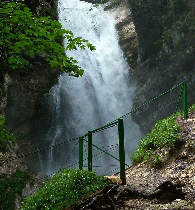 Der mächtig gischtende Wasserfall der Mostnica