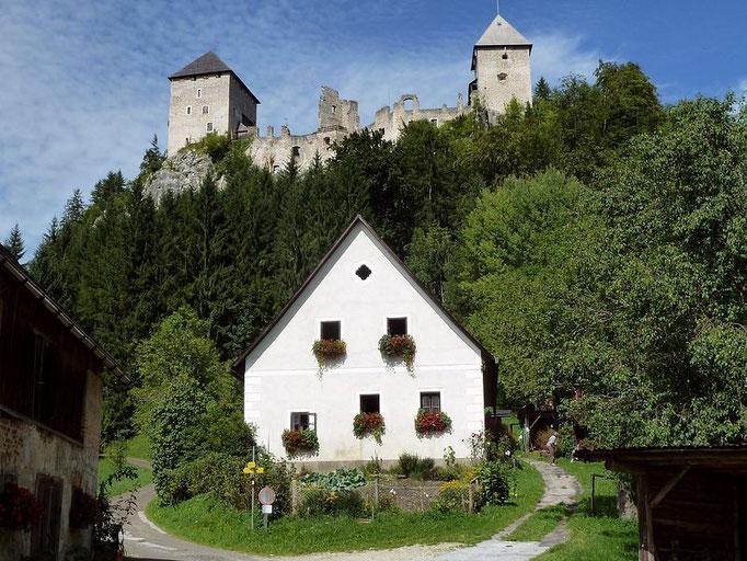 Burg Gallenstein vom Parkplatz bei der Ruine