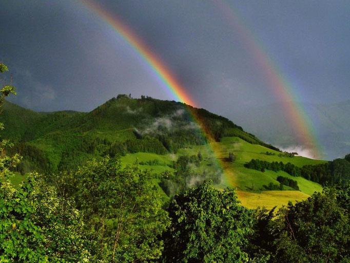 Doppelter Regenbogen bei abziehendem Unwetter auf Rabenreith