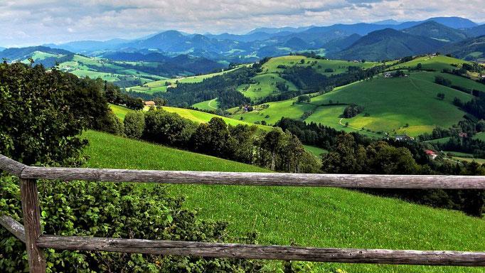 Blick auf das Mostviertel und die Ybbstaler Alpen