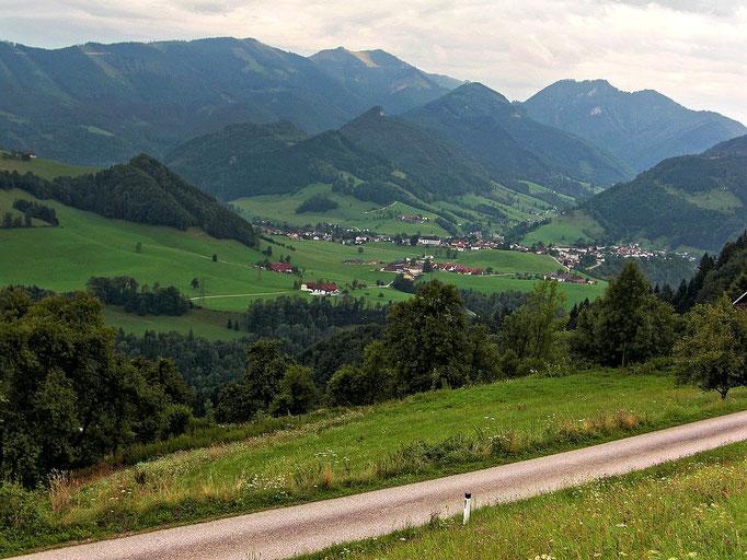 Großraming mit Almkogel und Gamsstein vom Sträßchen auf Rabenreith